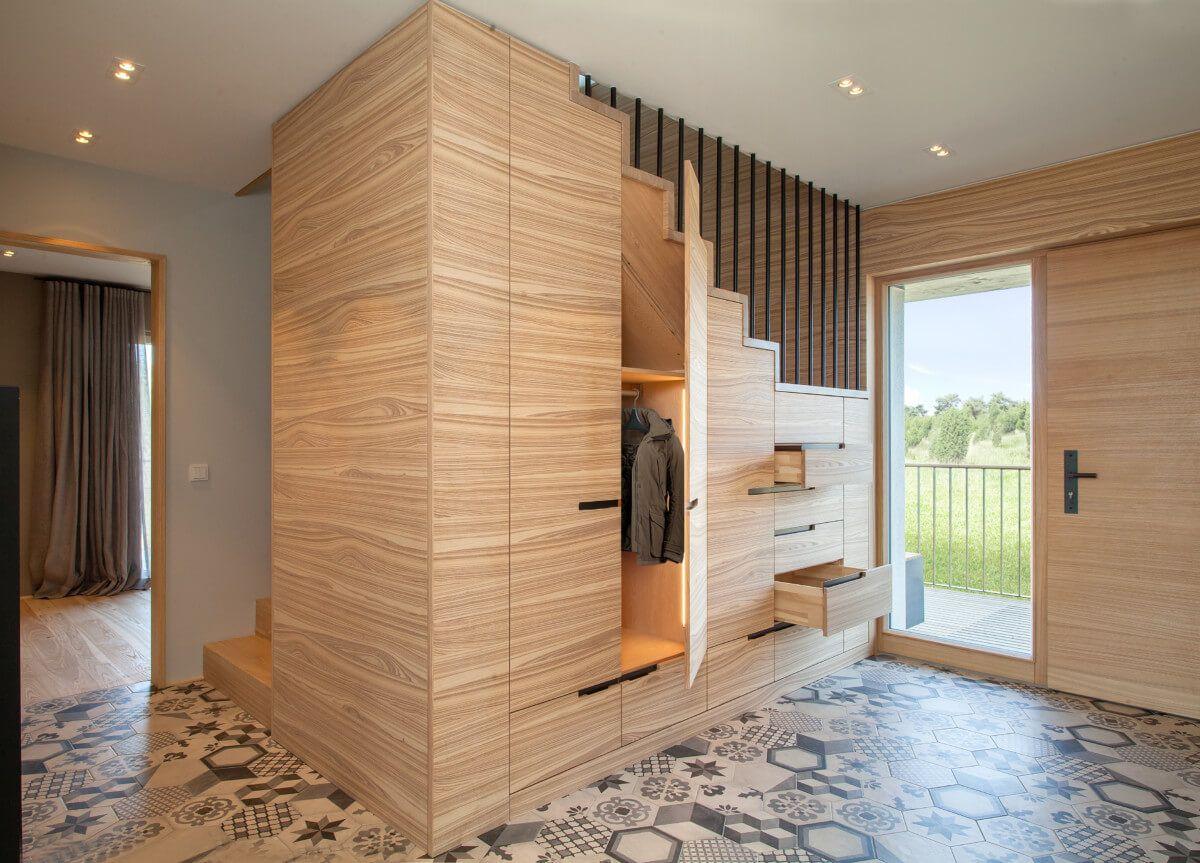 Flur Garderobe mit Einbauschrank unter Treppe - Wohnideen Interior ...