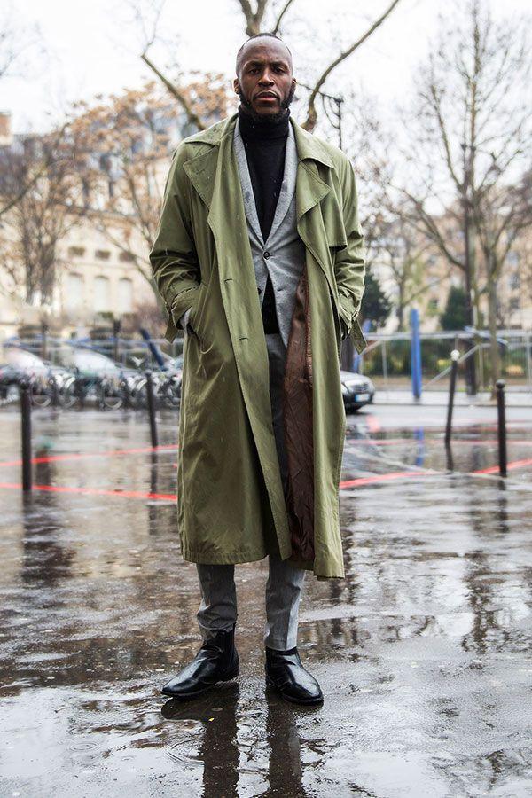 2016-04-20のファッションスナップ。着用アイテム・キーワードはグレースーツ, コート, スーツ(シングル), トレンチコート, ニット・セーター, ブーツ,etc. 理想の着こなし・コーディネートがきっとここに。  No:143873