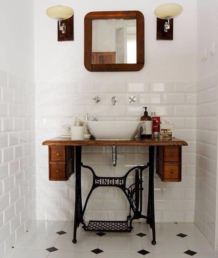 Machine à coudre transformé en lavabo vintage pour la salle de bains