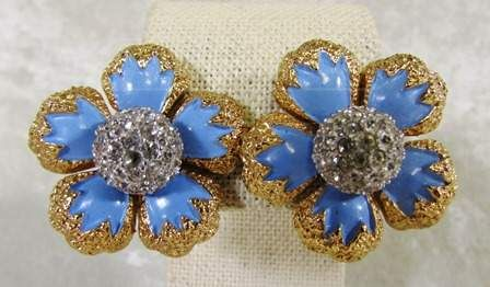 shopgoodwill.com: Jomaz Periwinkle And Gold Tone Flower Clip Ons