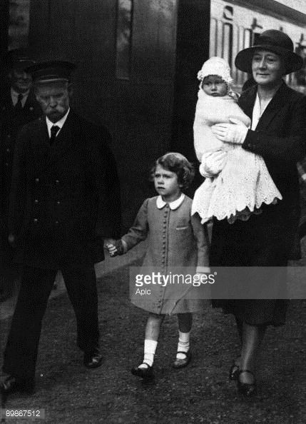 princess-elizabeth-arriving-at-glamis-with-her-new-sister-margaret-picture-id89867512 (429×594)
