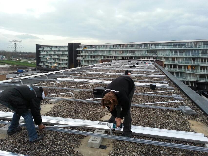 Plaatsen Montage Inschuif Systeem Van Der Valk Solar Solar Plaatsen Projecten