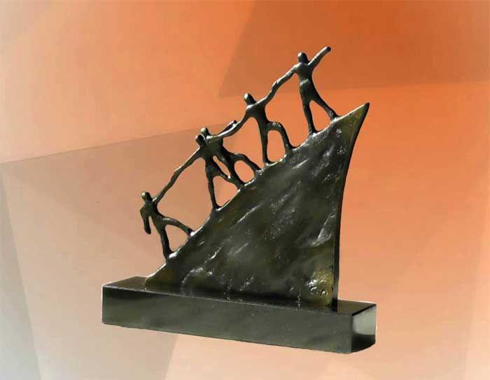 Deko Skulpturen Modern diese moderne kunst skulptur aus bronze ist ein beliebtes business