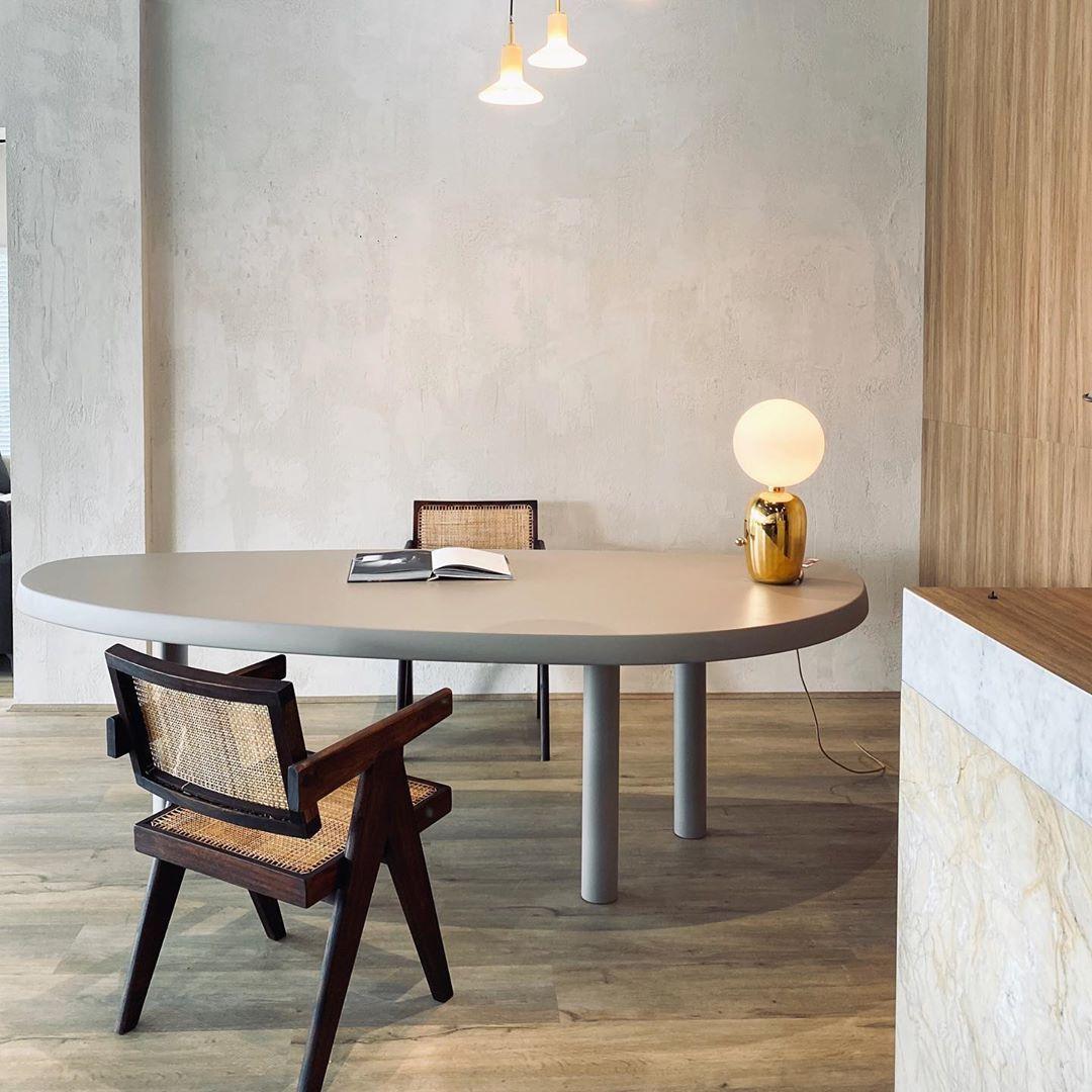 Creating spaces with Dimo...  Image/Space via @contempostudio_ 💫  #pierrejeanneret #pierrejeanneretdesign #chandigarhmasterplan #design #interiorarchitecture #1950sdesign  #midcenturyfurniture #rarevintagecollection #rarefurniture #iconicfurniture #chandigarhdesign #pierrejeanneretfurniture #handmadefurniture #inspiringdesign #vintagepierrejeanneret