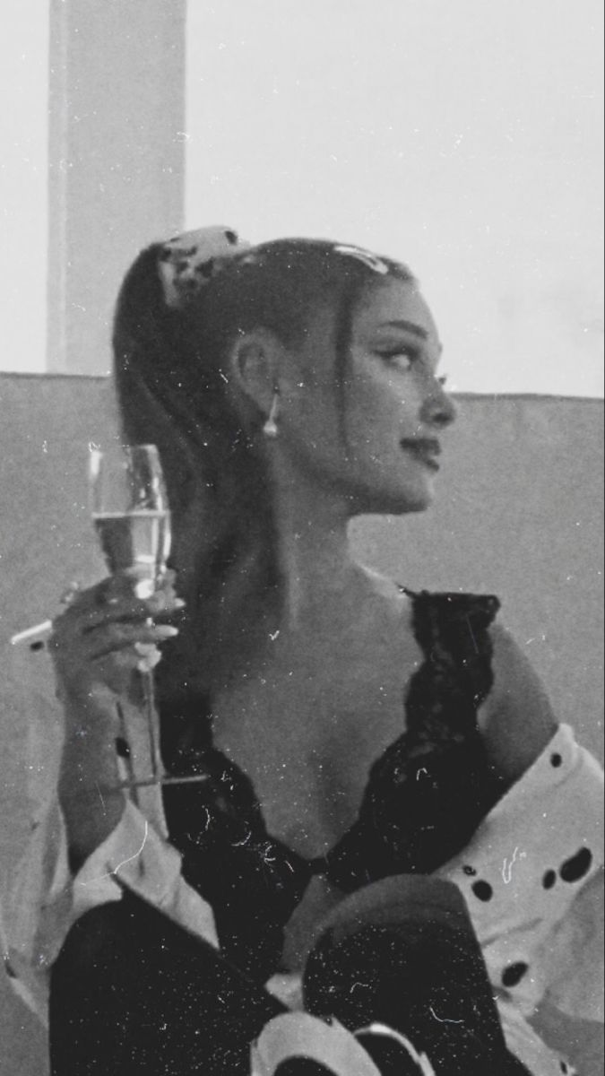Ariana Grande lockscreen