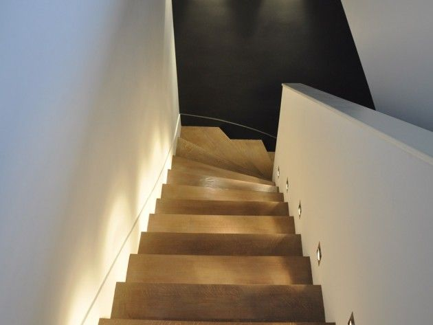 eclairage de l 39 escalier avec leds combles am nageables pinterest escaliers escaliers. Black Bedroom Furniture Sets. Home Design Ideas