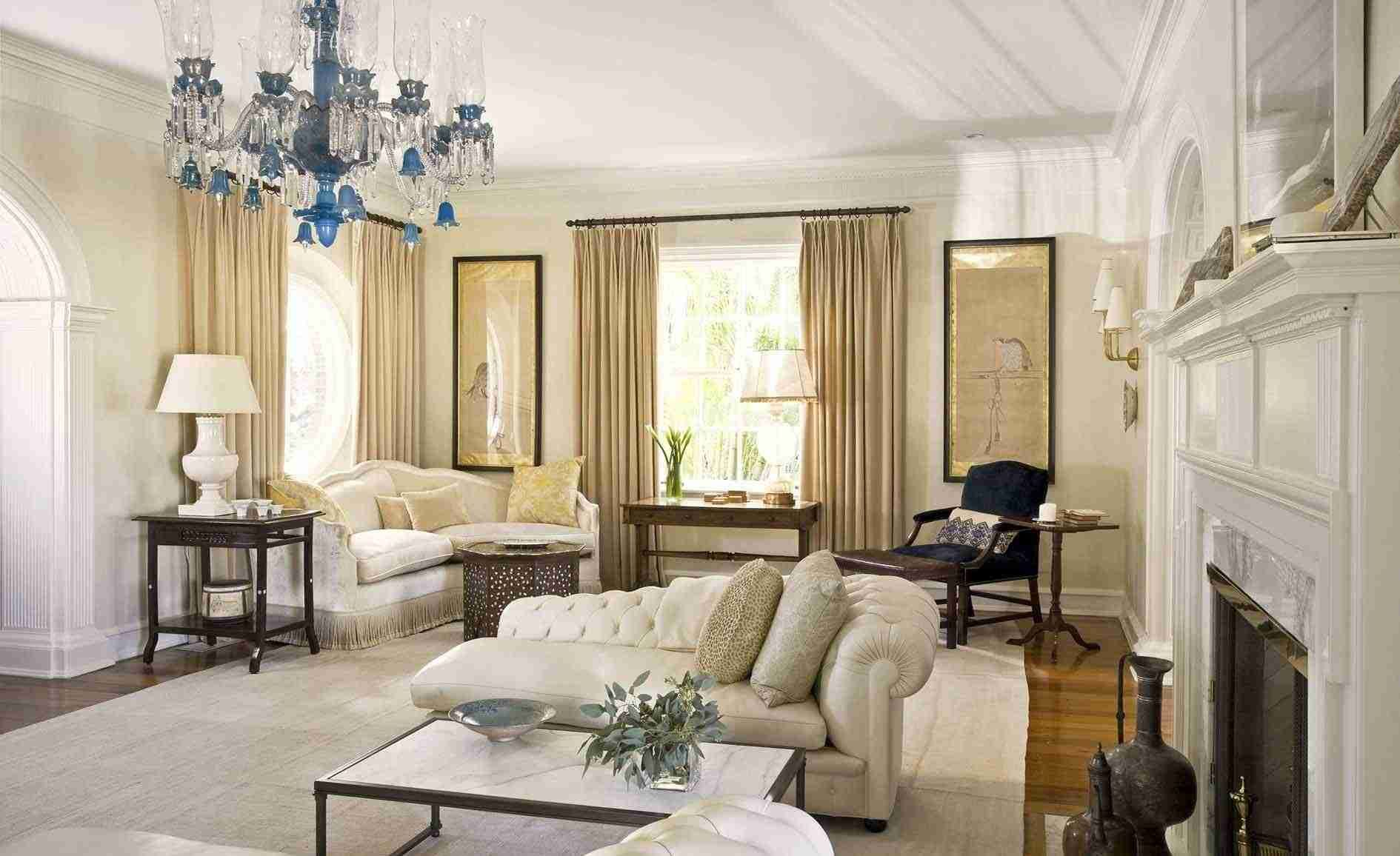 Good Feng Shui salon avec m ridienne en cuir blanc lustre en cristal et manteau de chemin e