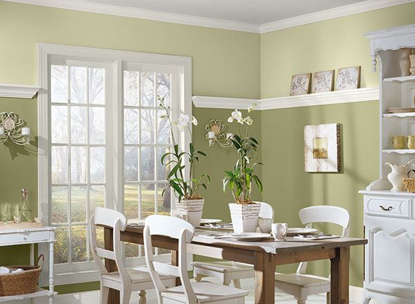 Crisp Greens Make This Dining Area Light And Inviting Green Dining Room Dining Room Colors Dining Room Paint Colors