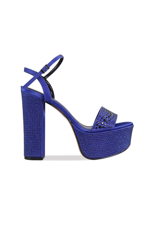 Esta sandalia es perfecta para completar cualquier look de fiesta. Su taco  cuadrado da mayor estabilidad haciendo de este un zapato ideal para  acompañarte ... c9816af9785