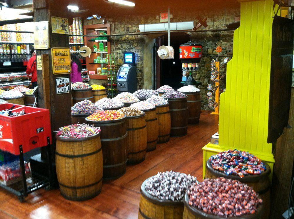 savannahs candy kitchen saltwater taffy and pralines - Savannahs Candy Kitchen