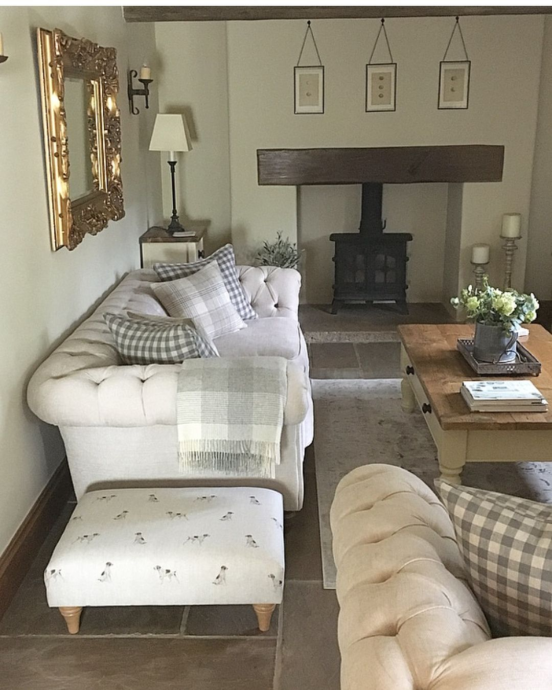 Good Morning And A Very Happy Monday To You Such A Busy Weekend Lots Happening At B Country Style Living Room Country Cottage Living Room Country Living Room