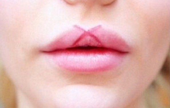 Dibuja formas geométricas en tus labios para dar volumen Draw geometric shapes on your lips to give volume estética
