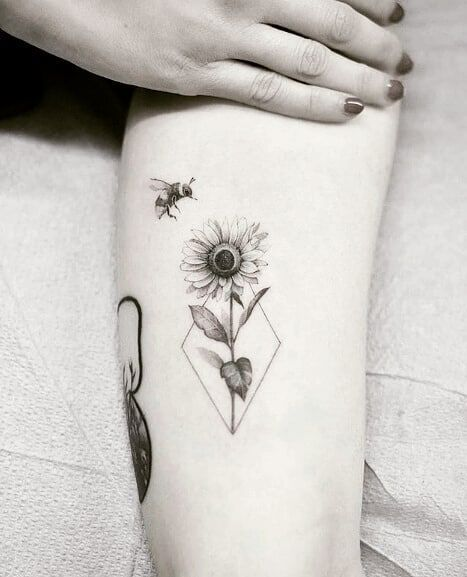 50+ Sommer Sonnenblumen Tattoos Design und Ideen