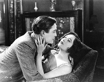 Joslyn (Joan Crawford) is torn between two men - Lee (Owen Moore), a