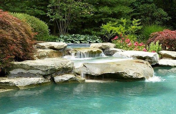 garten mit pool wasserfall steine fliesen natürlich Pool Pinterest - teich wasserfall modern selber bauen