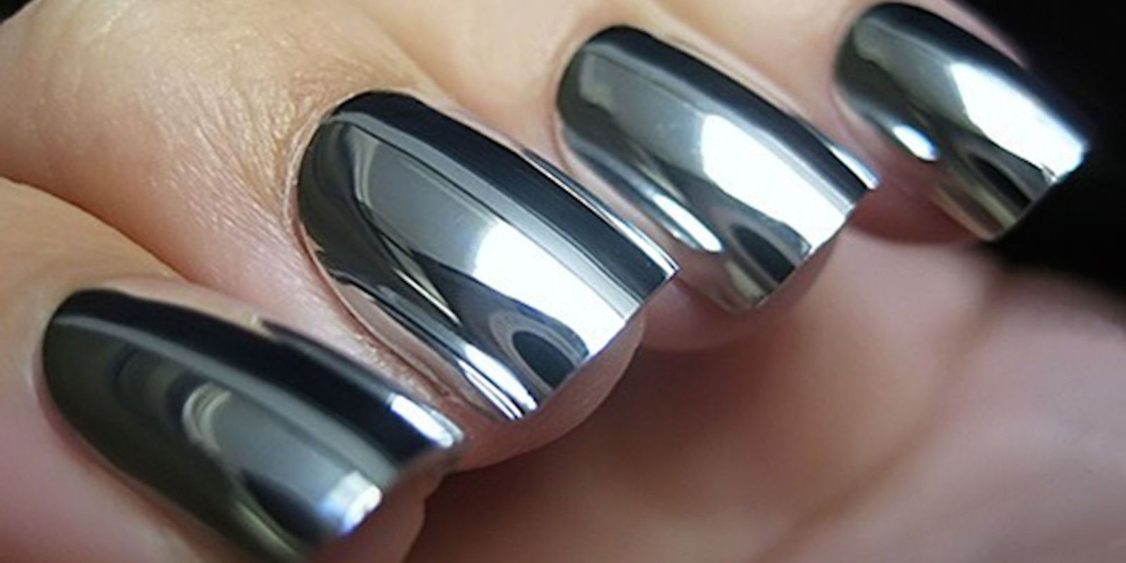 Mirrored Nail Varnish Is Now Something You Can Do Yourself At Home ...