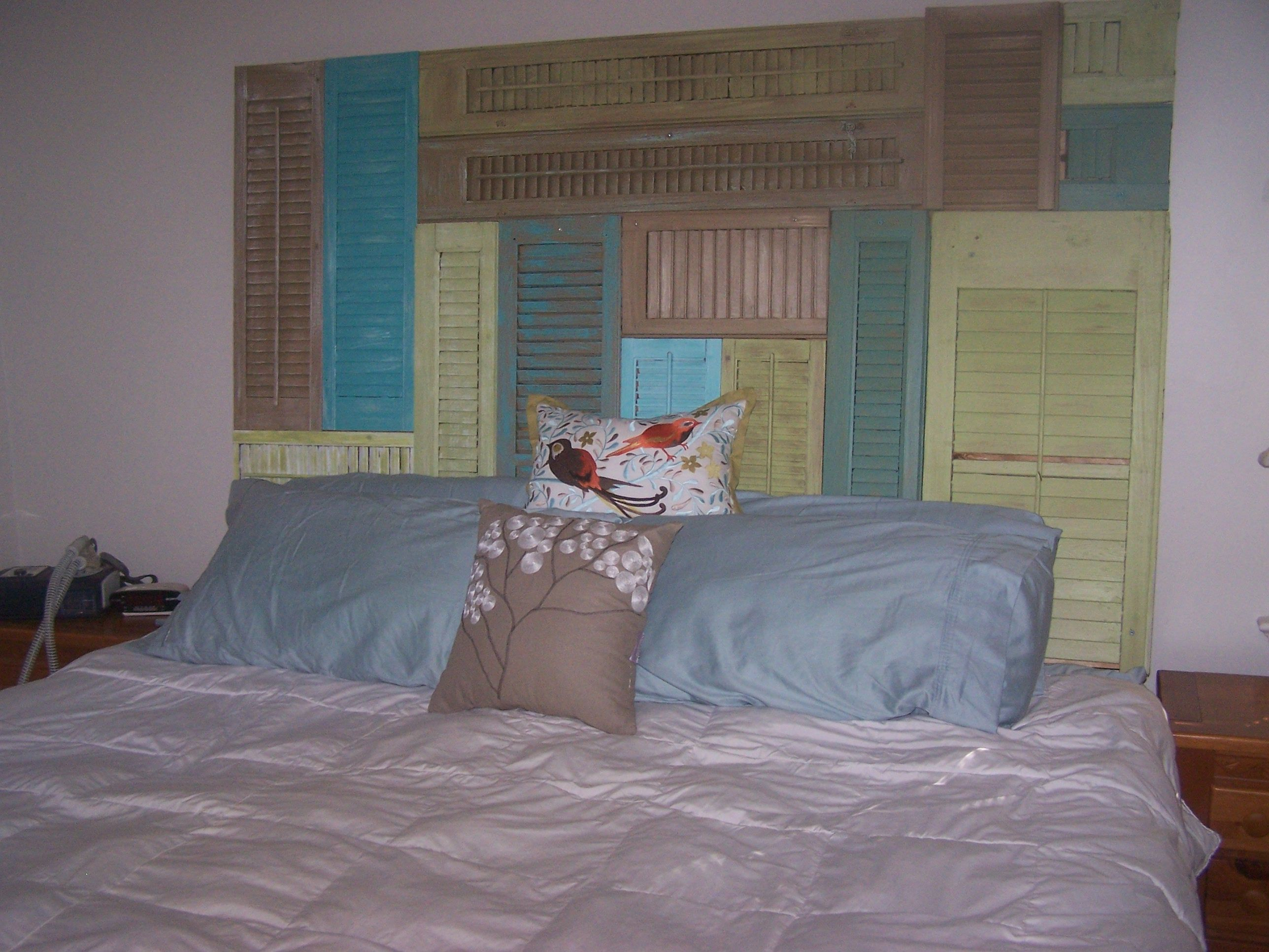 rental decorating idea headboard made from old wood shutters that I