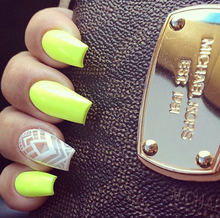 Love the neon yellow/green! Really wanna try and see how it looks with my skin color lol