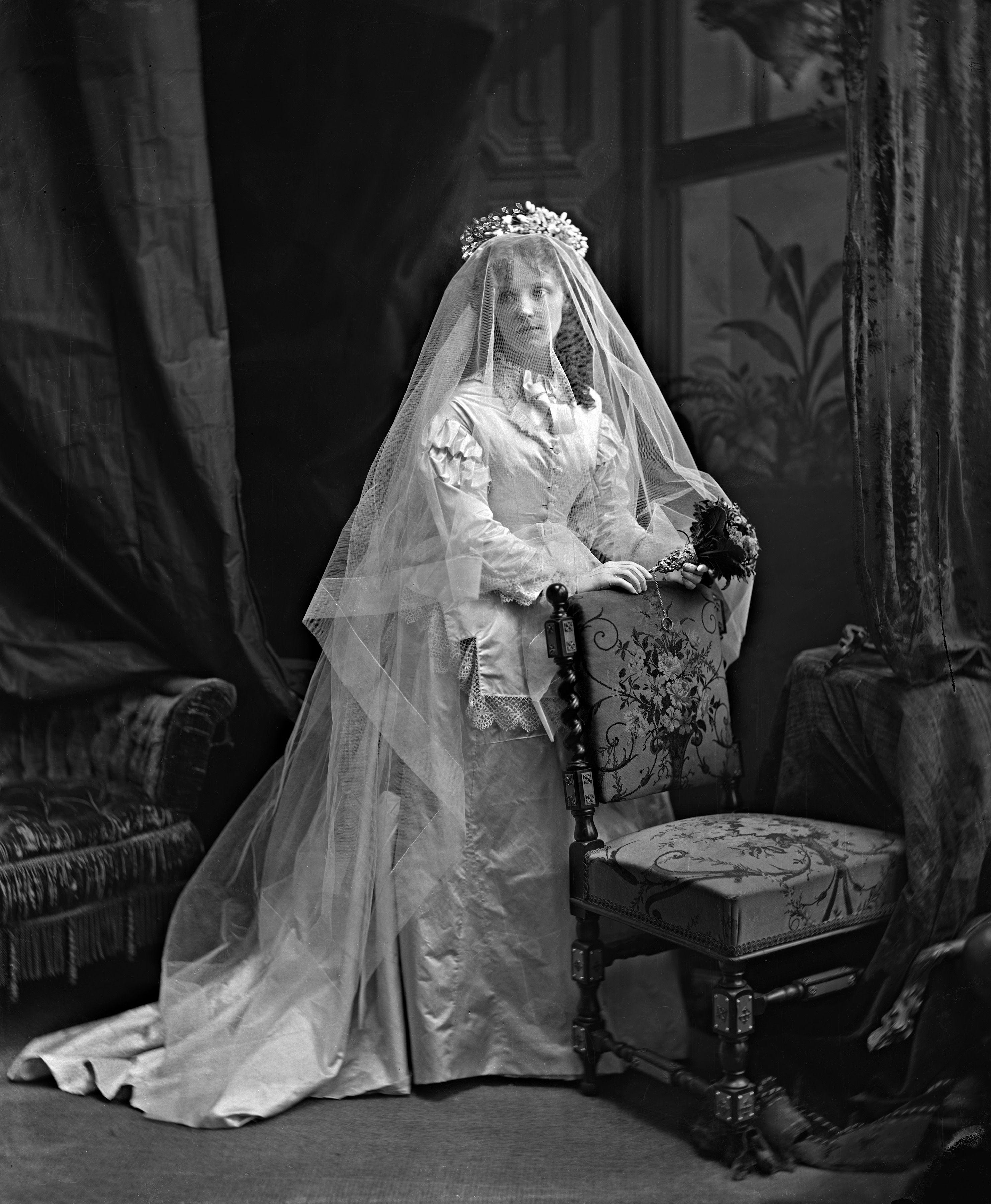 Bridget Delaney, Mme John Mason, En Robe De Mariée