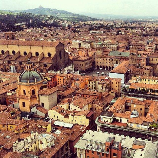 Depois de 498 degraus... A vista linda de Bologna, a cidade de uma cor só! - Instagram by drilima