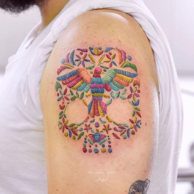 """Photo of Mexican Tattooist """"Stitches"""" Colorful Floral Tattoos Inspired by Her Culture"""