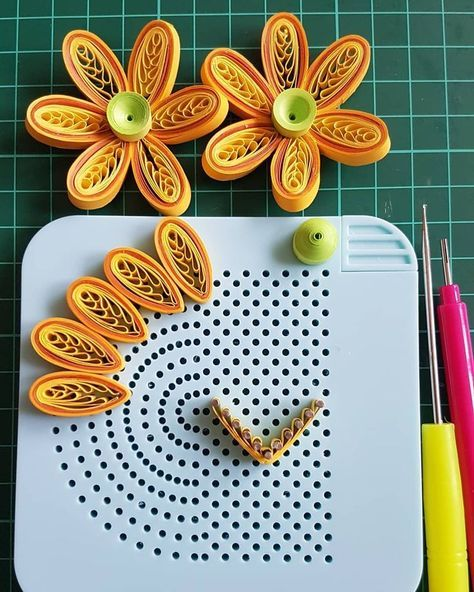 Pin By Katarzyna Chodowicz On Banbinos Paper Quilling Jewelry Quilling Designs Paper Quilling Flowers