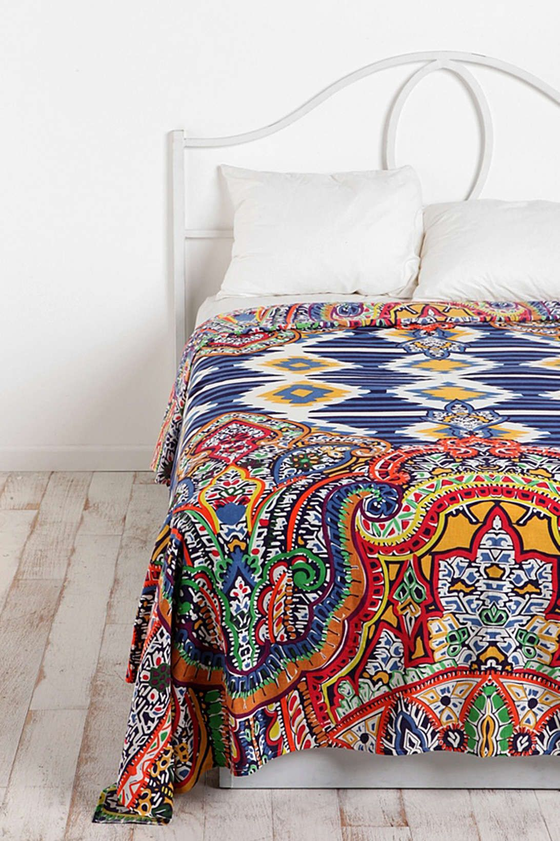 Etro Tagesdecke Tagesdecke Mit Geometrischem Gobelin Muster Bei Urban Outfitters