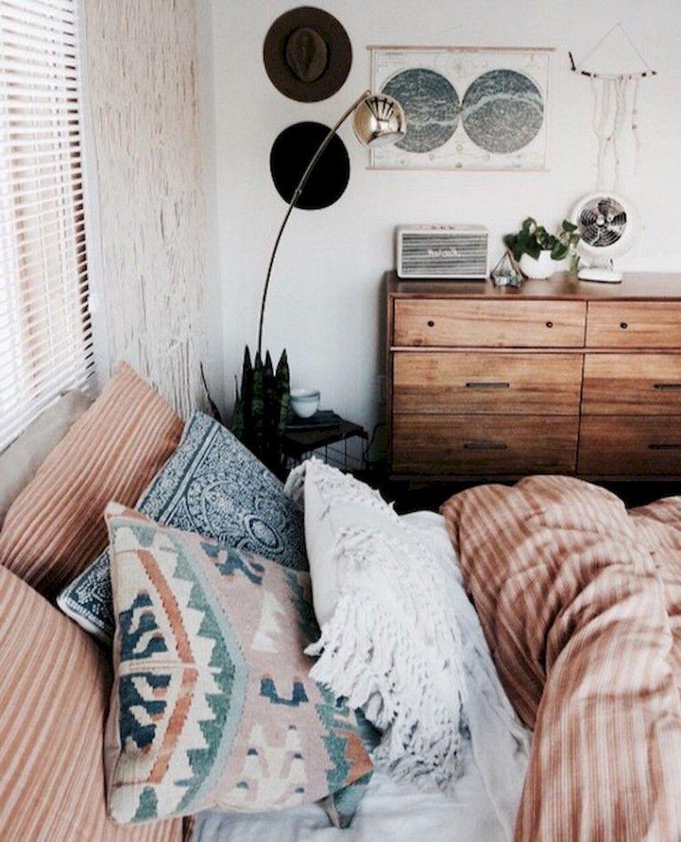 57 Comfortable Small Bedroom Decor Ideas With E Saving Bedroomdecor Bedroomdesign Bedroomdecorideas