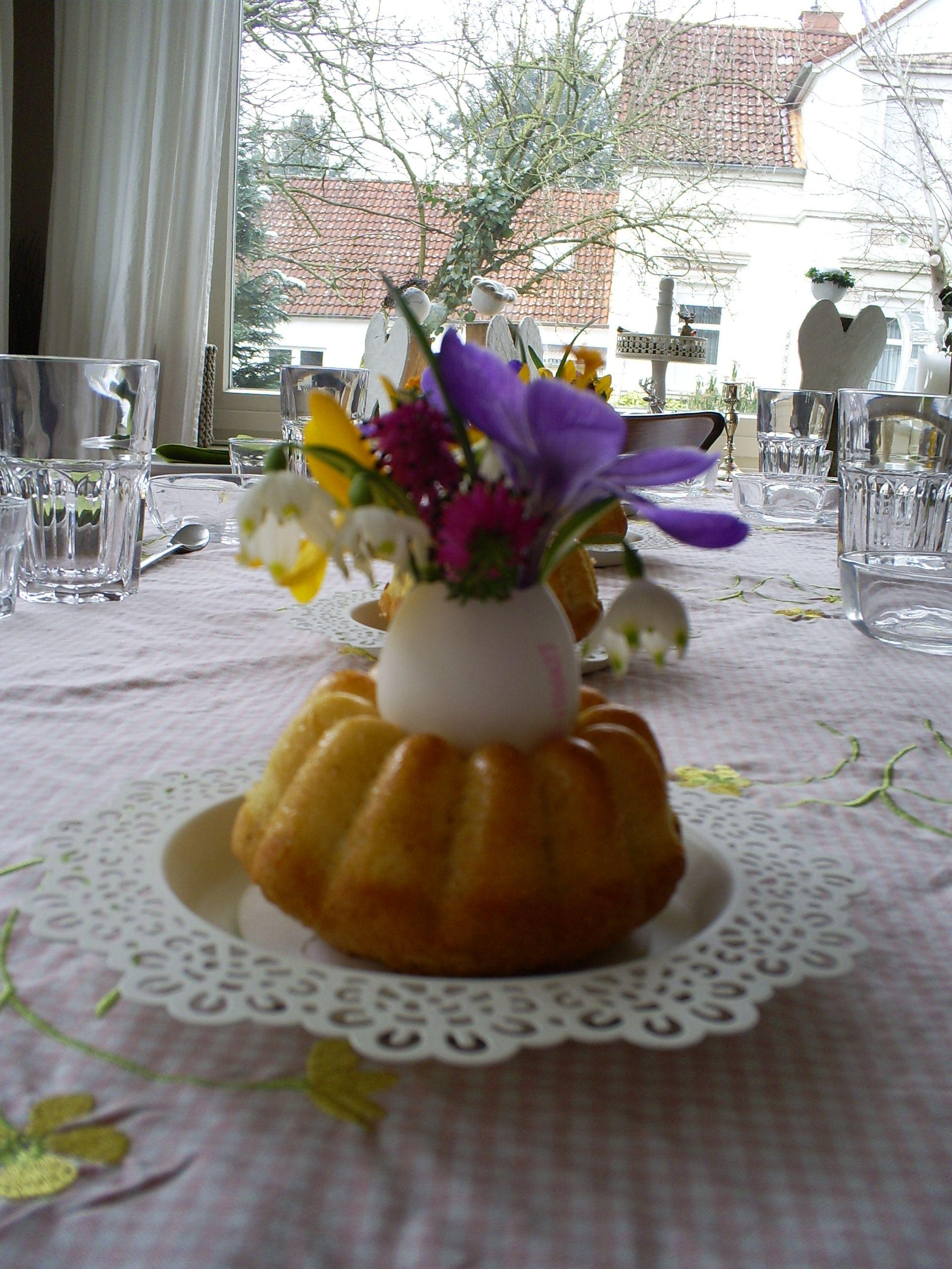 Mini-Gugelhupf mit Eierschalenvase