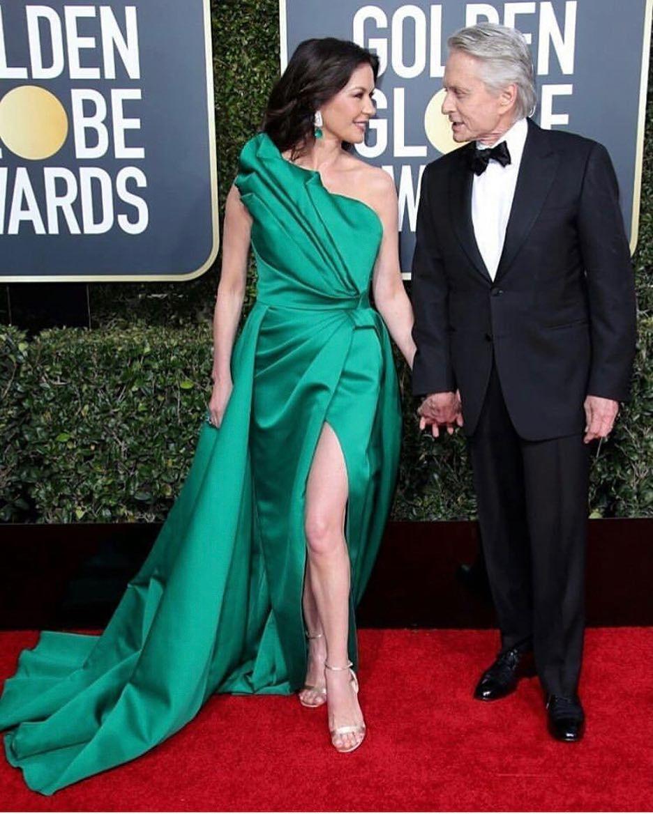 Las celebridades más talentosas de la industria cinematográfica lucieron  sus mejores looks en la alfombra roja de los Golden Globes 2019. 980975e50020