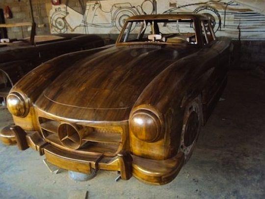 Американец продал деревянную машину за 6000$