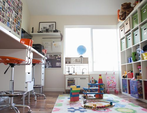 Love this shared parent work/child ply space! Living With Kids Katy - sala de juegos para nios en casa