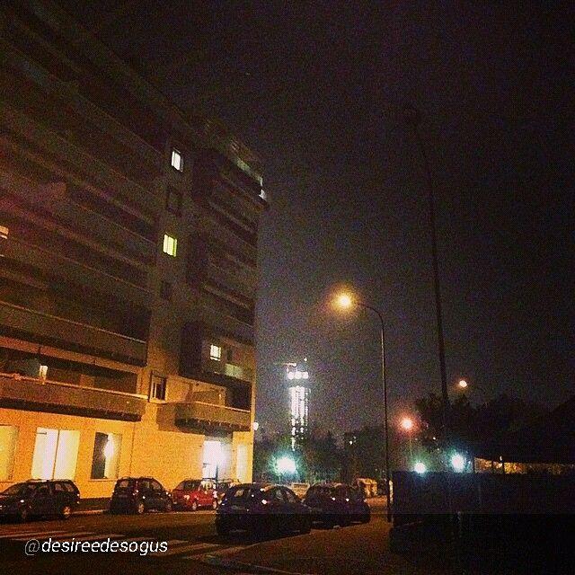 #Torino raccontata dai cittadini per #InTO Foto di @desireedesogus Tornando a casa.. Going back to home.. In lontananza qualcosa che cresce. A skyscraper's growing #inTO #turin #mirafiorisud #mydistrict #skyscraper #newbuildings #buildings #goodevening #thebestcity