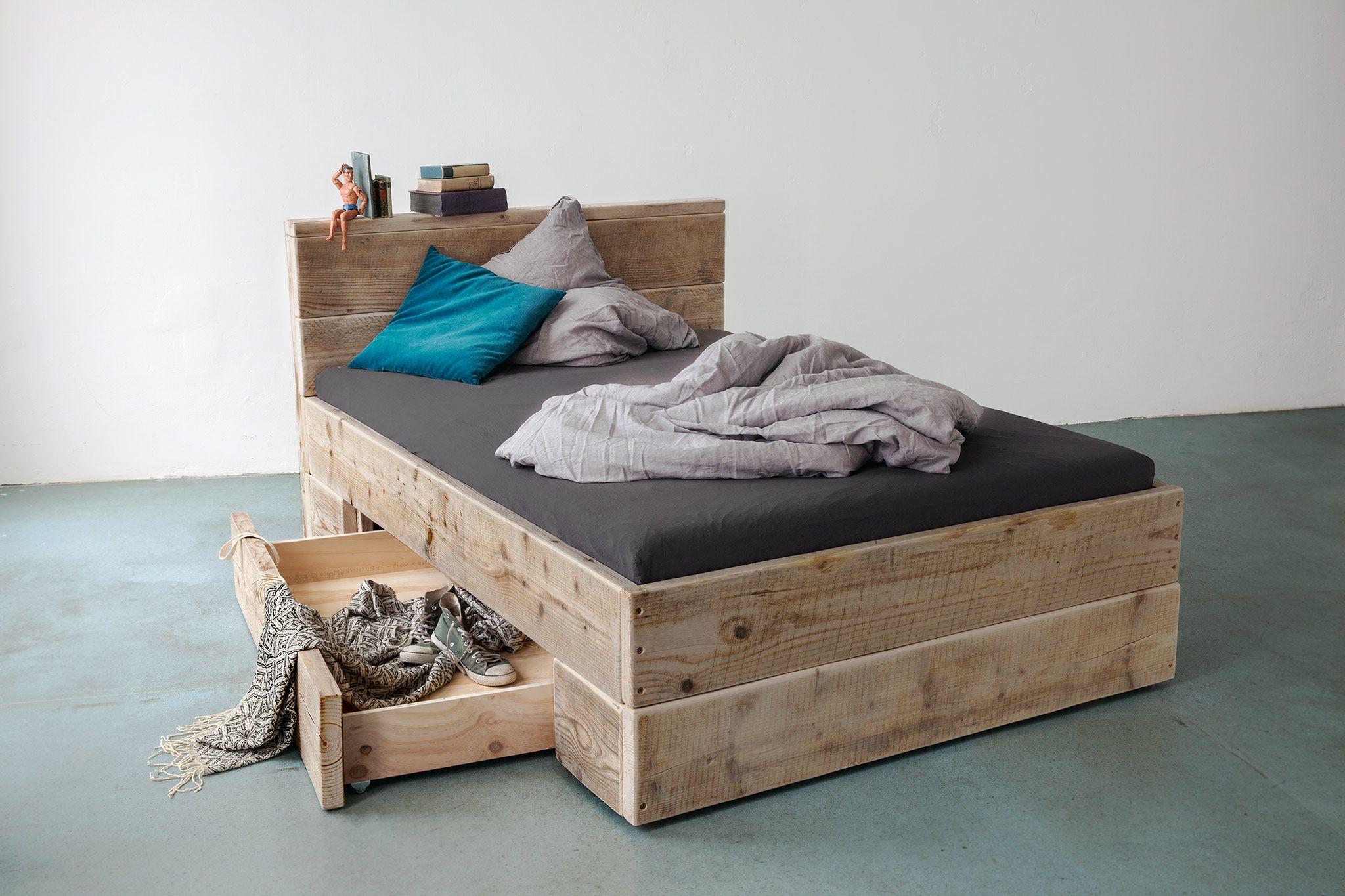 Grosses Bauholz Bett Mit Bettkasten Fur Viel Stauraum Von Upcycle Berlin Big Sofa Mit Schlaffunktion Bett Mit Bettkasten Sitzen