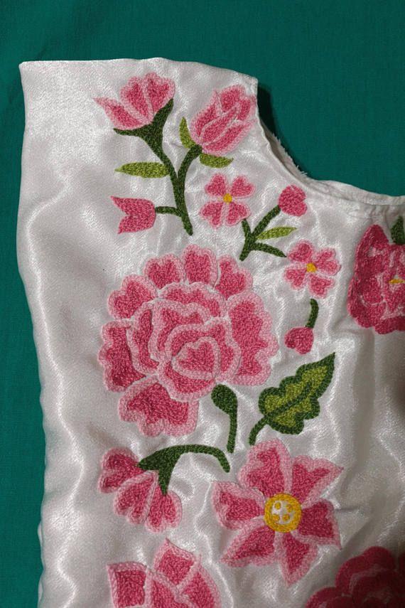 Huipil de niña tehuanita: blusa con flores bordadas a mano de Oaxaca ...