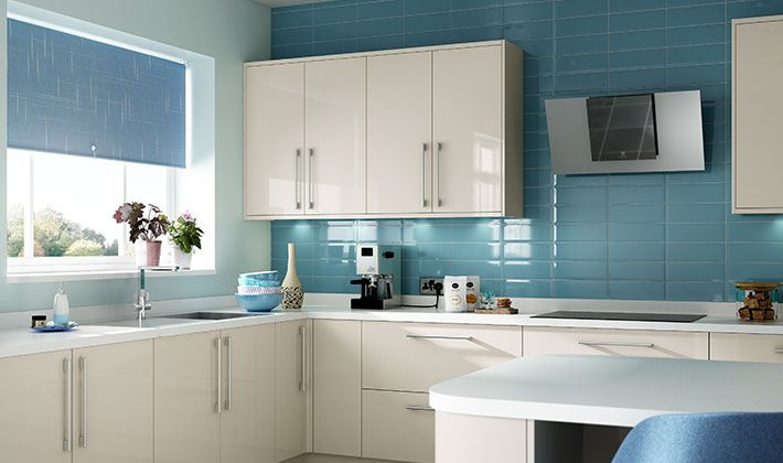 The warm colour and high gloss finish of Wickes Glencoe Cream will brighten up even the smallest of spaces.
