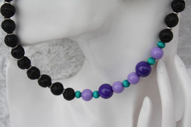 Ketten kurz - Kette Lavaperlen schwarz lila grün silber - ein Designerstück von trixies-zauberhafte-Welten bei DaWanda