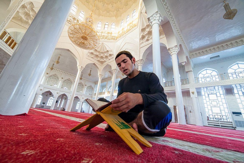 коран в мечети картинка определим кто эти