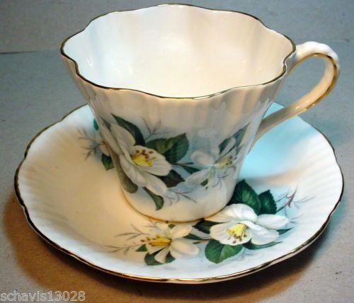 Jon-Roth-England-Bone-China-Coffee-Teacup-and-Saucer-Dogwood-Flower-Gold-Edge