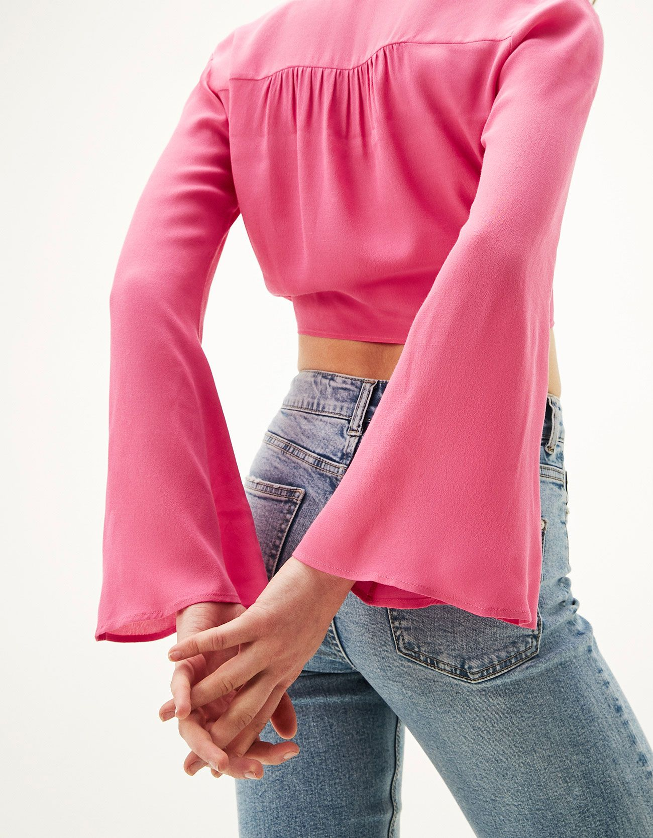 Kolları bağlamalı geniş kol bluz. Bununla beraber her hafta Bershka ...