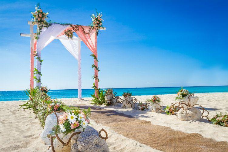 26 صورة ستجعلك ترغب السفر إلى جزر المالديف Gazebo Wedding Beach Wedding Arch Diy Beach Wedding