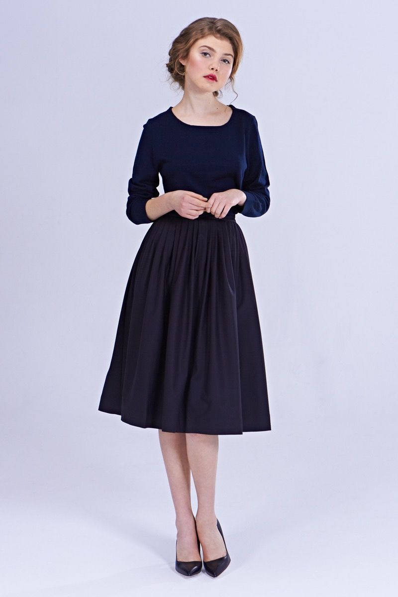 Your skirt will be custom made once you place an order based on your size and fabric choice. Silhouette: gently pleated skirt (with side pockets),...