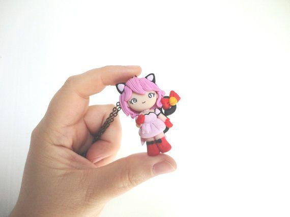 He encontrado este interesante anuncio de Etsy en https://www.etsy.com/es/listing/165993386/necklace-doll-tokyo-mew-mew-ichigo