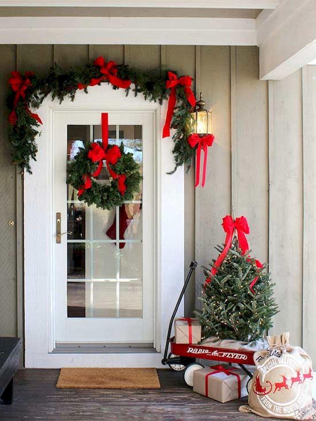 Decorazioni Per Porte Esterne 55 awesome christmas front porches decor ideas (con immagini