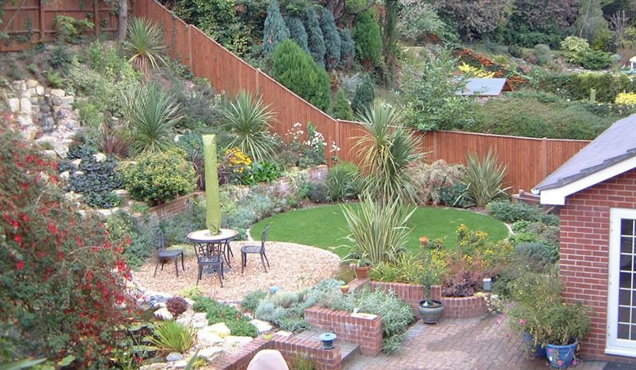 Sloping garden design ideas for small garden tinsleypic for Sloping garden design ideas