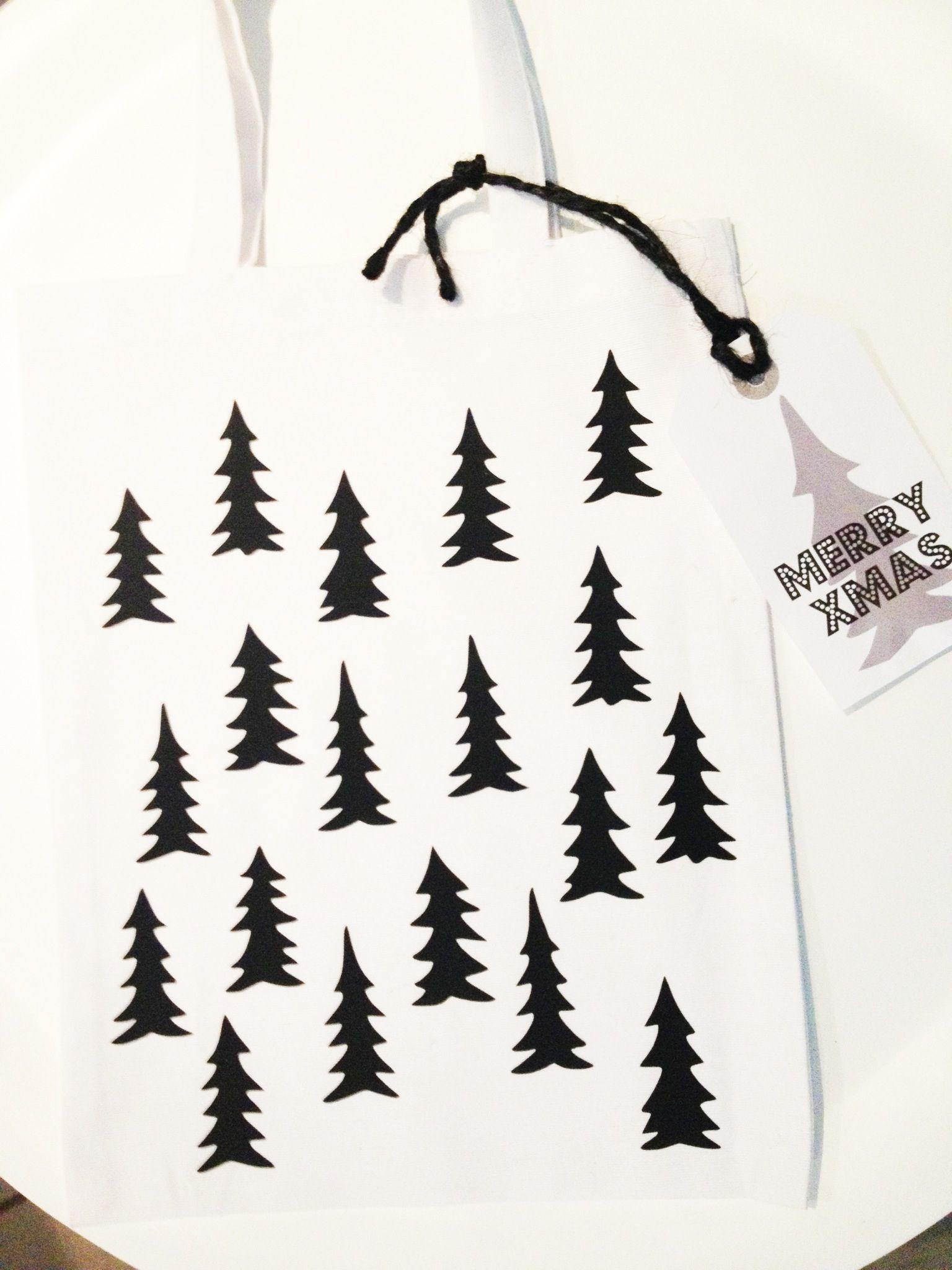 Tote bag tree