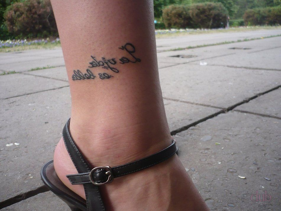 Копировать, тату на ноге надпись для девушек с переводом картинки