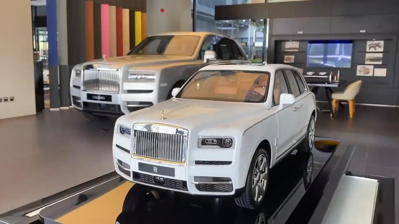Supercar Blondie Details The R700k Rolls Royce Cullinan Scale Model In 2020 Rolls Royce Cullinan Rolls Royce Super Cars