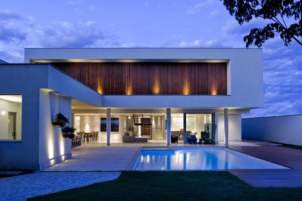 Contemporary Home In Brasilia Values Daylight Natural Ventilation Modern House Exterior House Designs Exterior House And Home Magazine