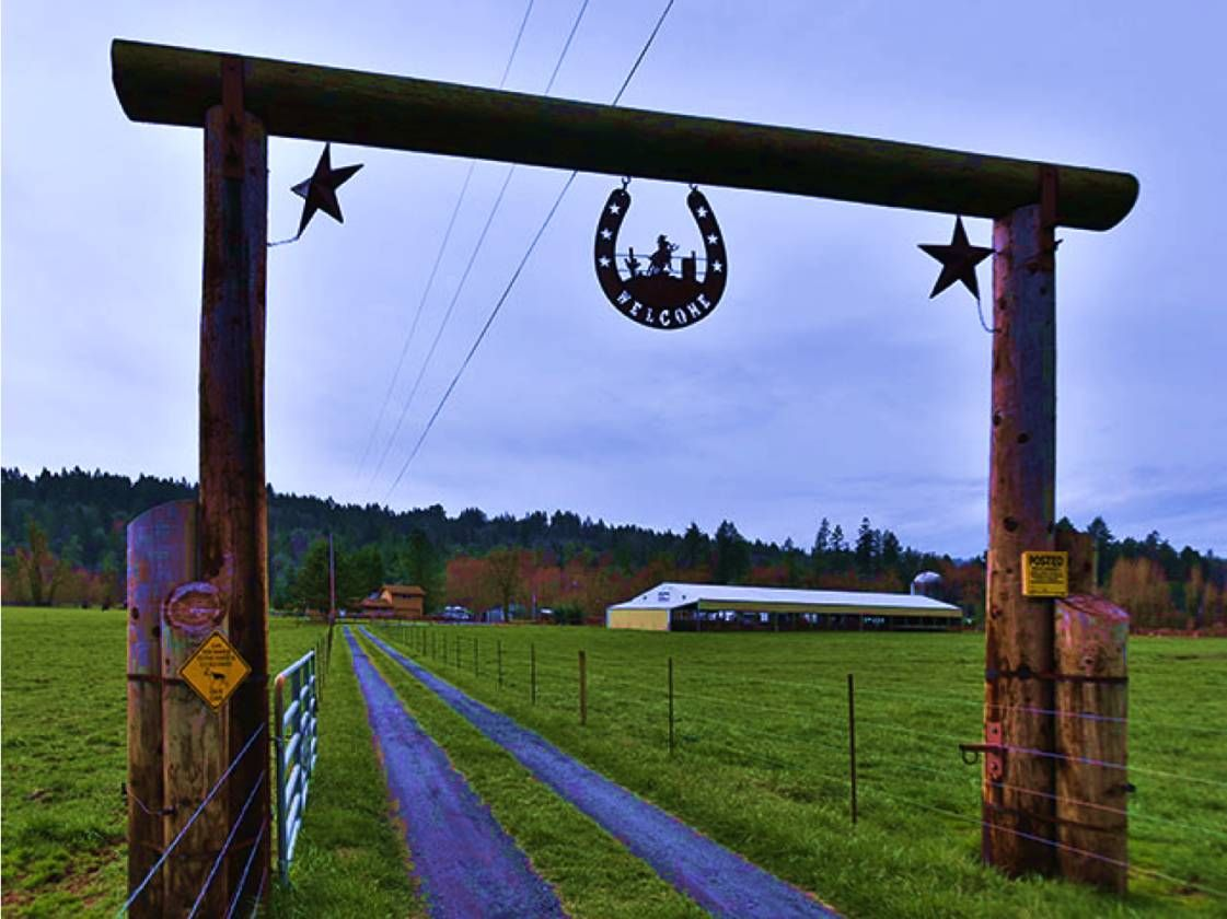 Horse Ranch For Sale In Columbia County In Oregon Only 14 Miles To Nw Portland And 20 Miles To Intel If You Love T Scappoose Horse Facility Columbia County